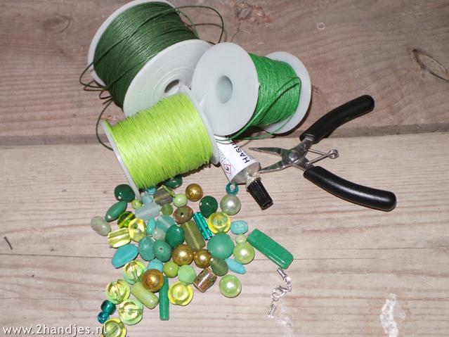 materialen om zelf een ketting te maken