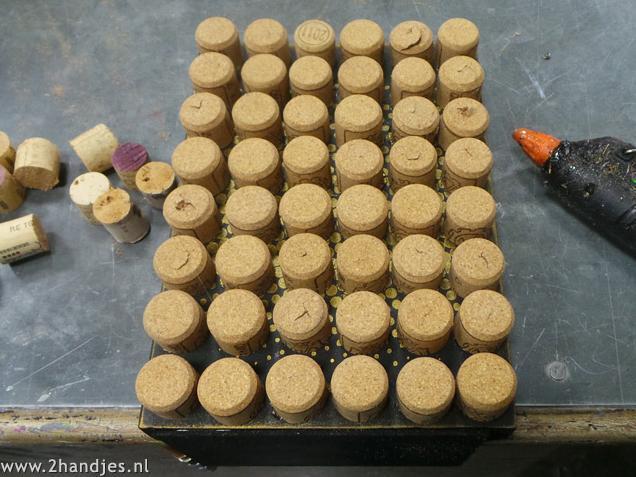 knutselen met kurken boekensteun maken