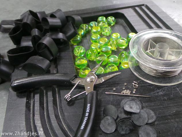 materialen om kettingen te maken van fietsband